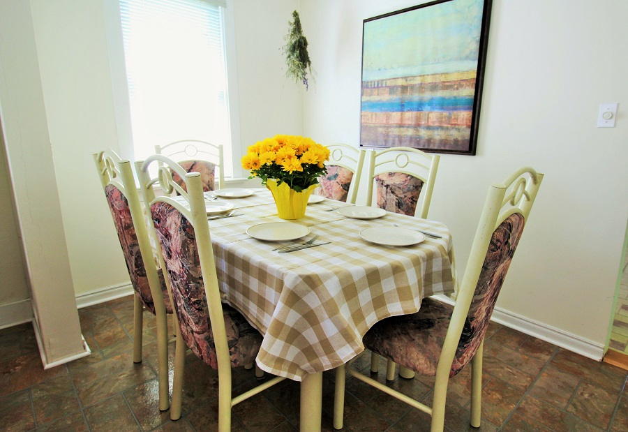 Santa Roca Cottage Dining area Crystal Beach Cottage Rentals