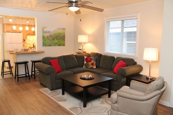 Crystal Beach Cottage Rentals - Beebalm Cottage for rent 6 Livingroom 1
