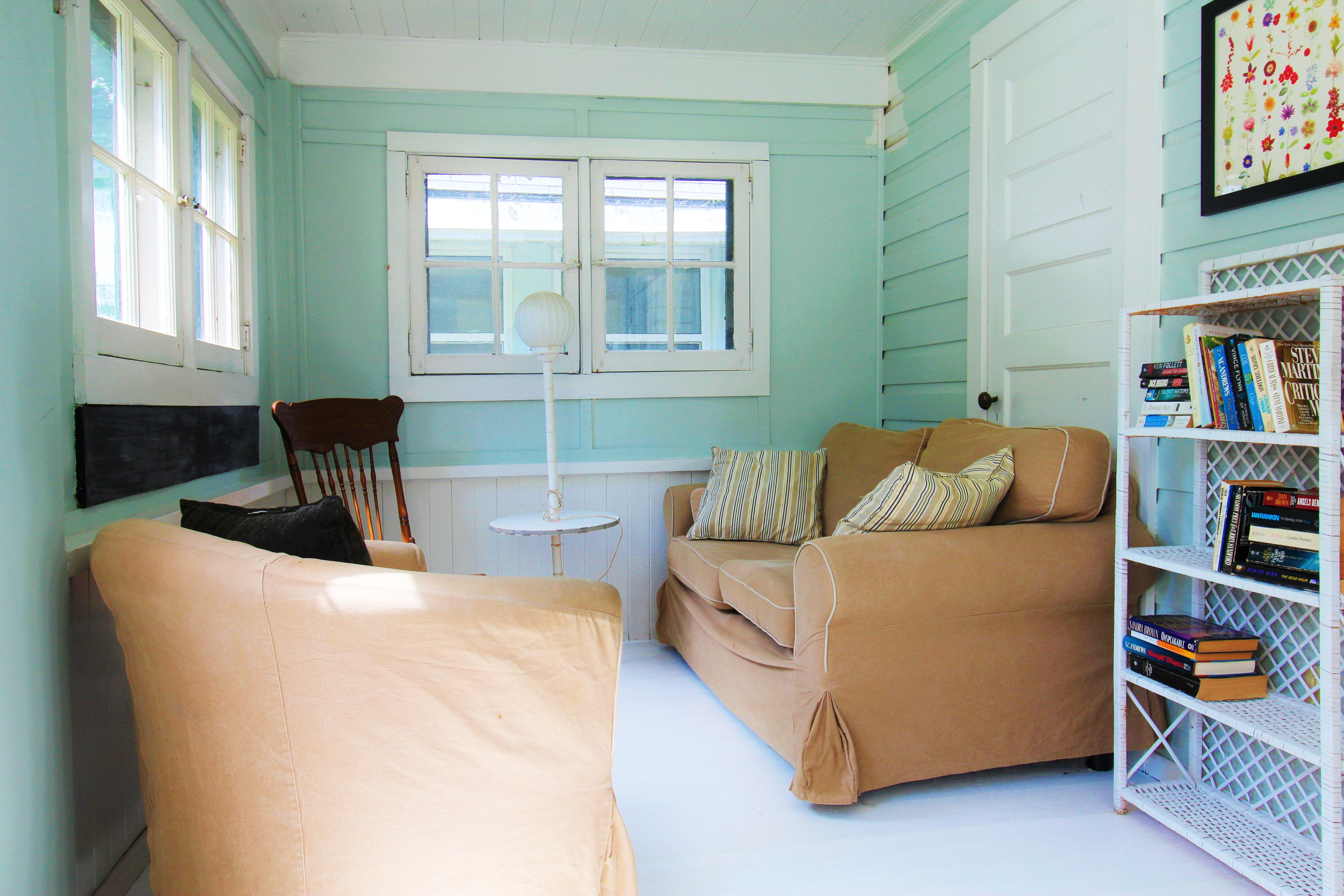 Crystal Beach Cottage Rentals - Bay Beach Bliss - Front Room