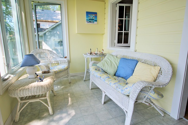 Back Porch Sunroom - Splash Pad II - Sunset Bay - Port Colborne ON - Waterfront Cottage Rentals