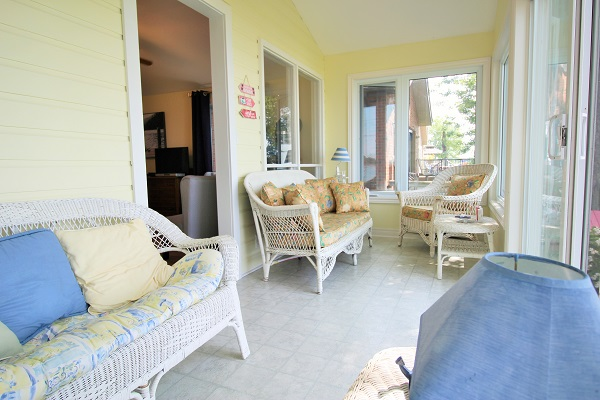 Back Sunroom 2 - Splash Pad II - Sunset Bay - Port Colborne/Wainfleet ON - Waterfront Cottages for Rent