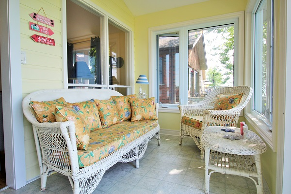 Back Sunroom - Splash Pad II - Sunset Bay - Port Colborne ON - Waterfront Cottage Rentals
