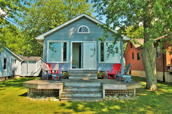 Back deck - Splash Pad II - Port Colborne - Sunset Bay ON - Lakefront Cottages For Rent