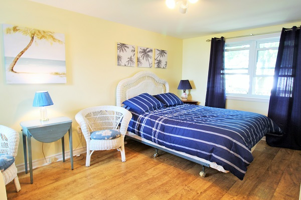 Bedroom 1 - Splash Pad II - Sunset Bay - Port Colborne ON - Waterfront Cottage Rentals