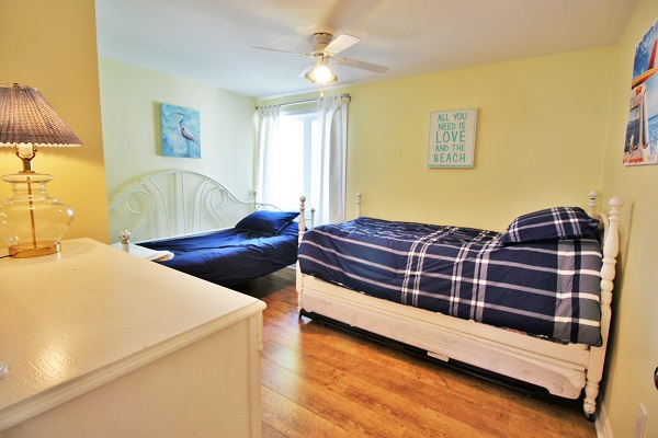 Bedroom 2 - Splash Pad II - Sunset Bay - Port Colborne ON - Waterfront Cottage Rentals