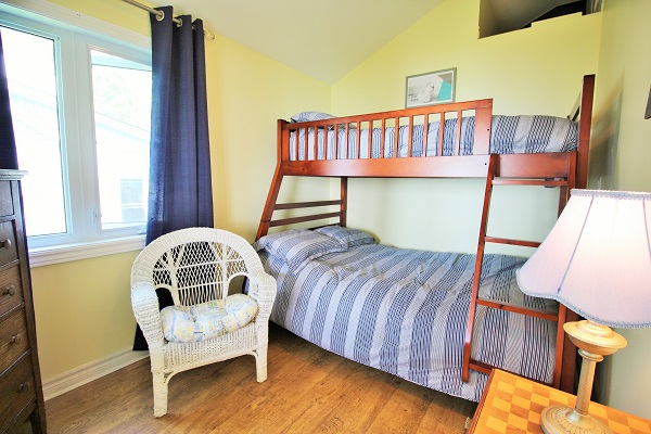 Bedroom 3 - Splash Pad II - Sunset Bay - Port Colborne ON - Waterfront Cottage Rentals