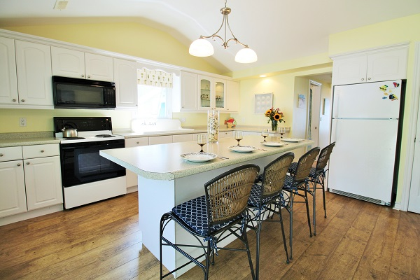 Kitchen - Splash Pad II - Sunset Bay - Port Colborne ON - Waterfront Cottage Rentals