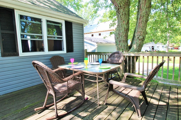 Lake Front Cottage For Rent - Splash Pad II - Sunset Bay - Port Colborne ON - Waterfront Cottage Rentals