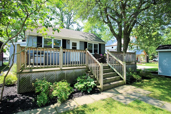 Lake Front Cottage Rental - Splash Pad II - Sunset Bay - Port Colborne ON - Waterfront Cottage Rentals