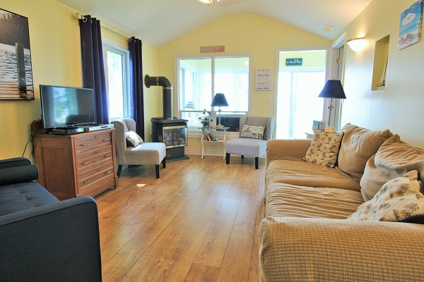 Living Room with water view - Splash Pad II - Sunset Bay - Port Colborne ON - Waterfront Cottage Rentals