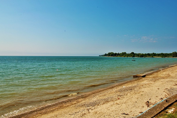 Private Beach Front Cottage Rentals - Splash Pad II - Sunset Bay - Port Colborne ON - Waterfront Cottage Rentals