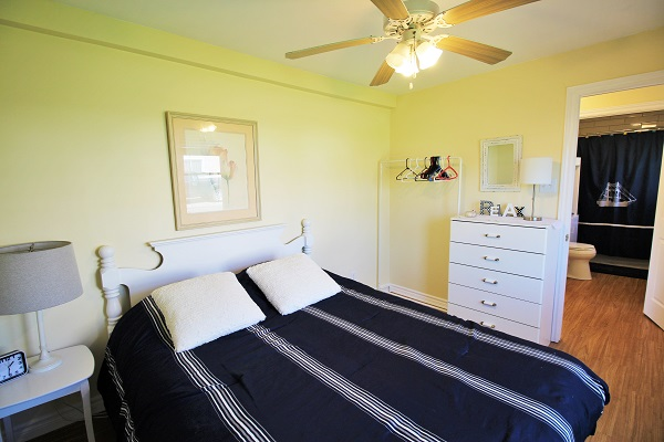 Sunnyside Place - Bedroom 1 - Crystal Beach ON Cottage Rentals