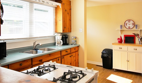 Sunnyside Place - Kitchen 1 - Crystal Beach Cottage Rentals