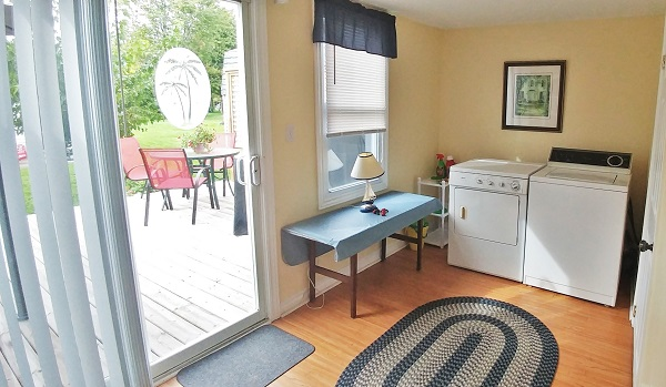 Sunnyside Place - Laundry - Crystal Beach Cottage Rentals