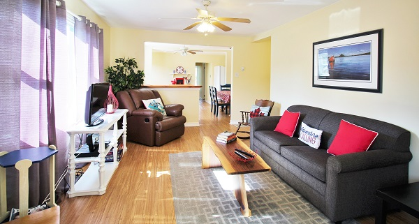 Sunnyside Place - Living Room - Crystal Beach Cottage Rentals (2)