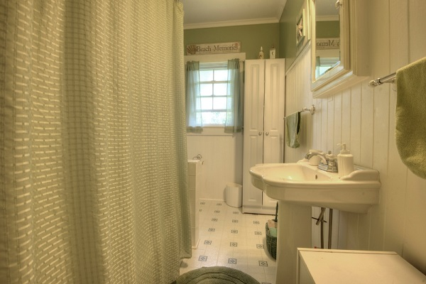 Crystal Beach Cottage Rentals - Cloverleaf Cottage - Bathroom