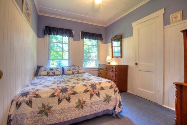 Crystal Beach Cottage Rentals - Cloverleaf Cottage - Bedroom 2