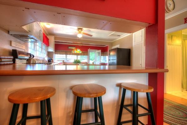 Crystal Beach Cottage Rentals - Cloverleaf Cottage - Breakfast Bar