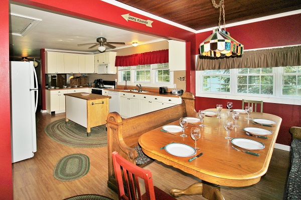 Crystal Beach Cottage Rentals - Cloverleaf Cottage - Dining Area
