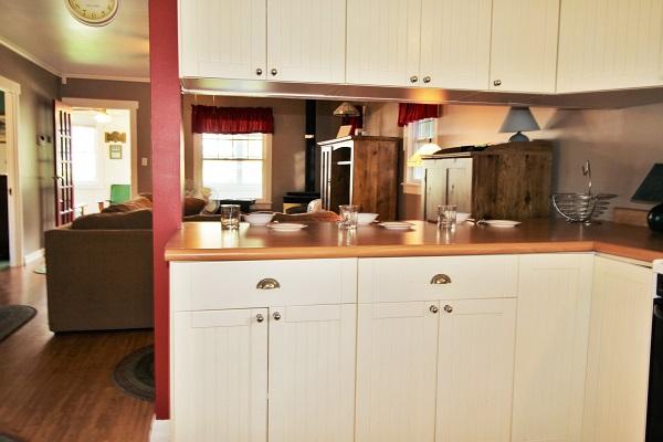 Crystal Beach Cottages for Rent - Cloverleaf Cottage - Breakfast Bar