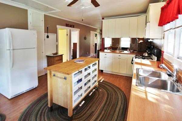 Crystal Beach Cottages for Rent - Cloverleaf Cottage - Kitchen