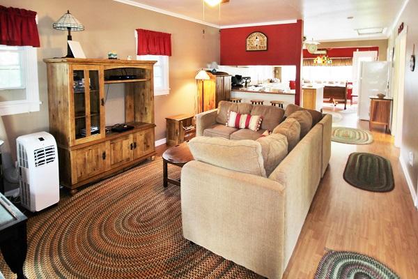 Crystal Beach Cottages for Rent - Cloverleaf Cottage - Living Room