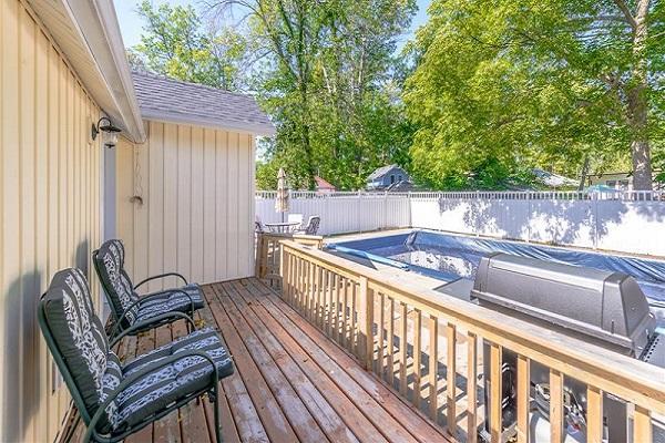 Happy Daze Cottage - BAck Deck - Crystal Beach Cottage Rentals