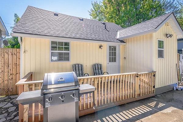 Happy Daze Cottage - Back Yard - Crystal Beach Cottage Rentals