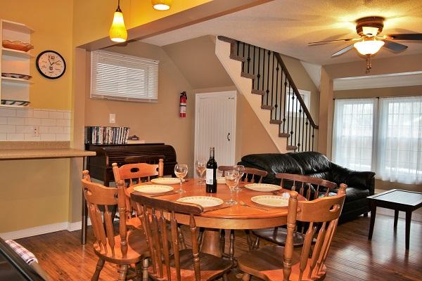Happy Daze Cottage - Dining Area - Crystal Beach Cottage Rentals