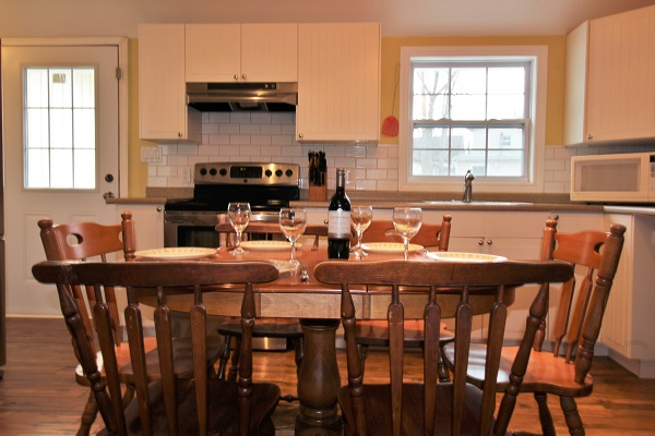 Happy Daze Cottage - Eat-in Kitchen - Crystal Beach Cottage Rentals