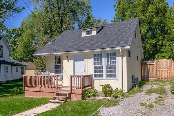 Happy Daze Cottage - Front - Crystal Beach Cottage Rentals
