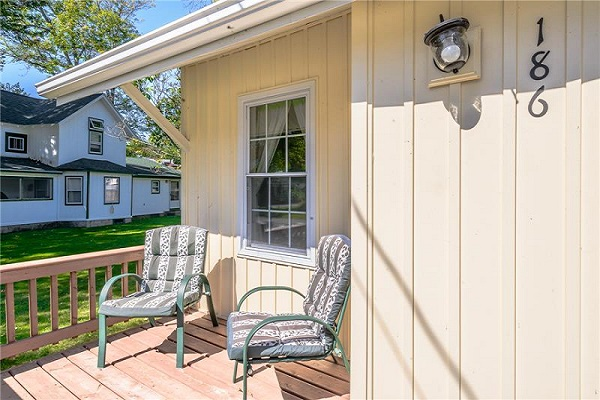 Happy Daze Cottage - Front Porch - Crystal Beach Cottage Rentals