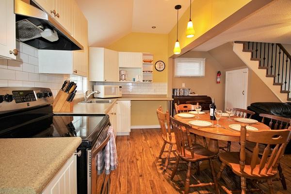 Happy Daze Cottage - Kitchen - Crystal Beach Cottage Rentals