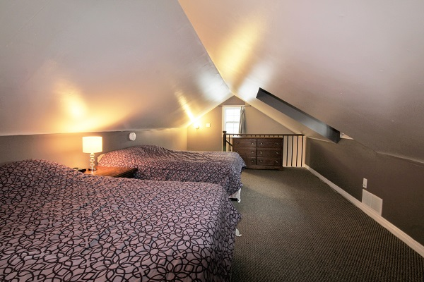 Happy Daze Cottage - Loft Bedroom - Crystal Beach Cottage Rentals