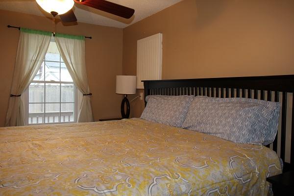 Happy Daze Cottage - Master Bedroom - Crystal Beach Cottage Rentals