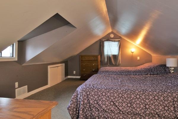 Happy Daze Cottage - Upstaris Bedroom 2 Double Beds - Crystal Beach Cottage Rentals