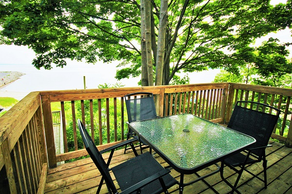 Highview House - Deck Over Looking Lake - Crystal Beach Cottages for Rent