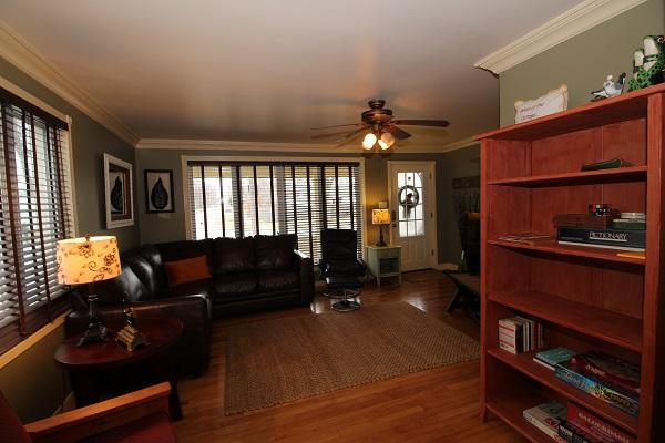 Living Room - IMG_4675 (3)