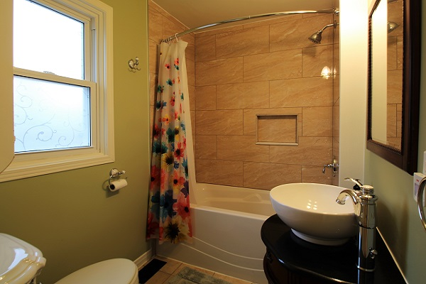 Sandy Shores - Bathroom - Crystal Beach Cottage Rentals