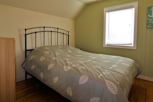 Sandy Shores - Bedroom 3 (queen bed) - Crystal Beach Cottage Rentals