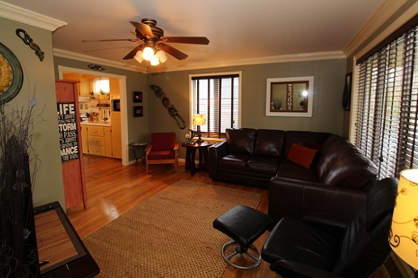 Sandy Shores - Livingroom - Crystal Beach Cottage Rentals