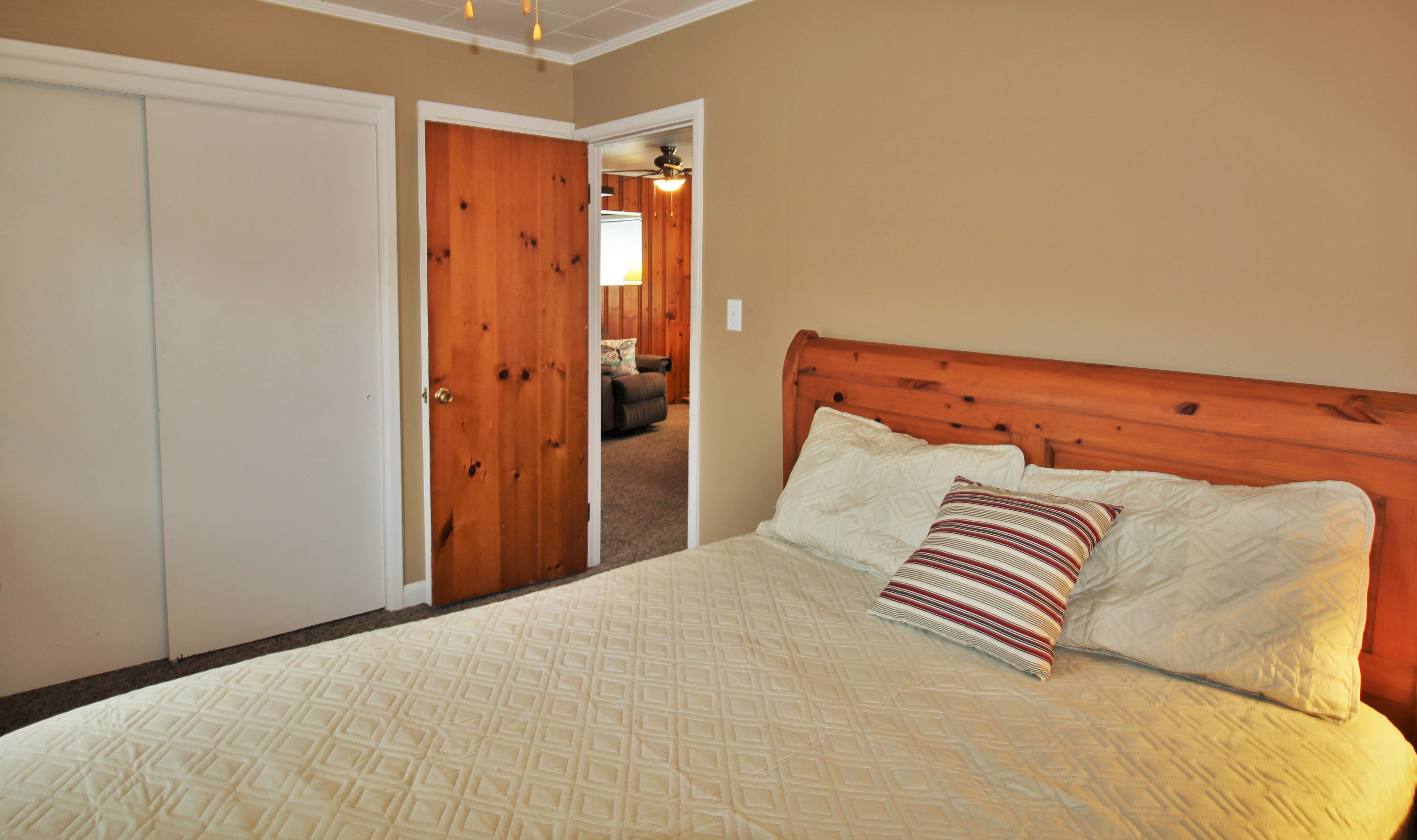 Cambridge Cottage - Bedroom 1 Queen Bed - Crystal Beach Cottage Rentals - Lake Erie