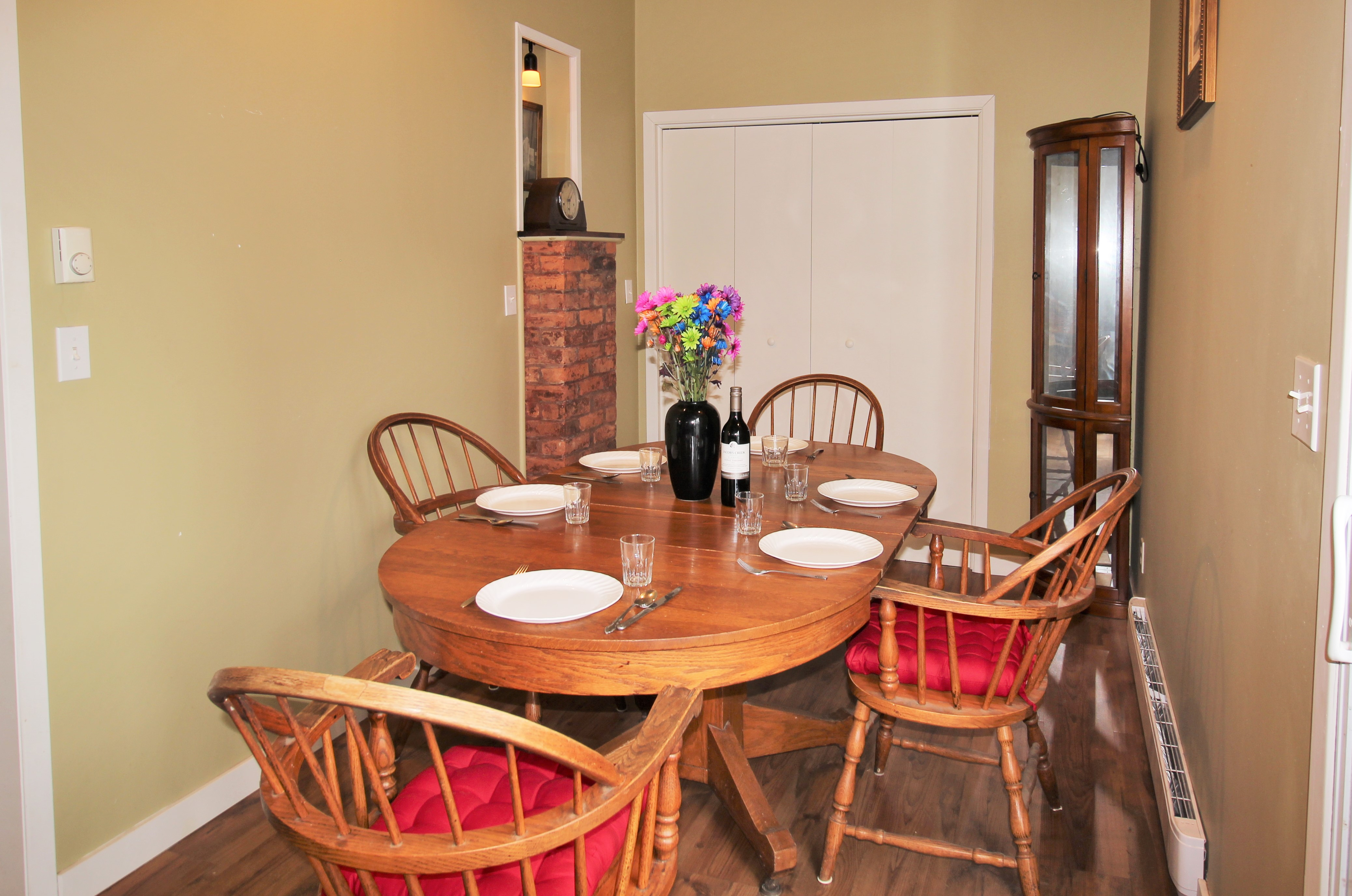 Cambridge Cottage - Dining Area - Crystal Beach Cottage Rentals - Lake Erie