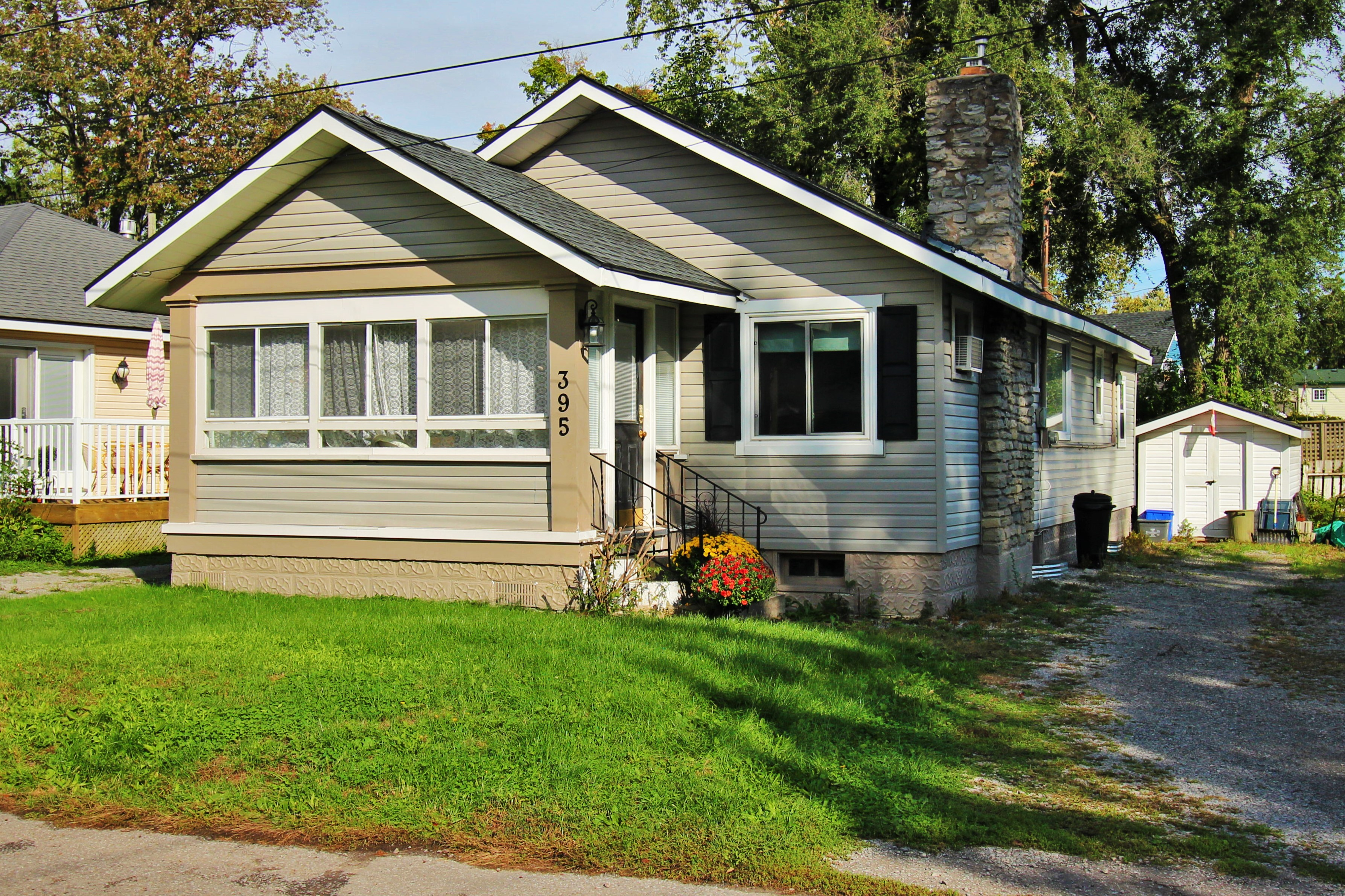 Cambridge Cottage - Front - Crystal Beach Cottages for Rent - Lake Erie