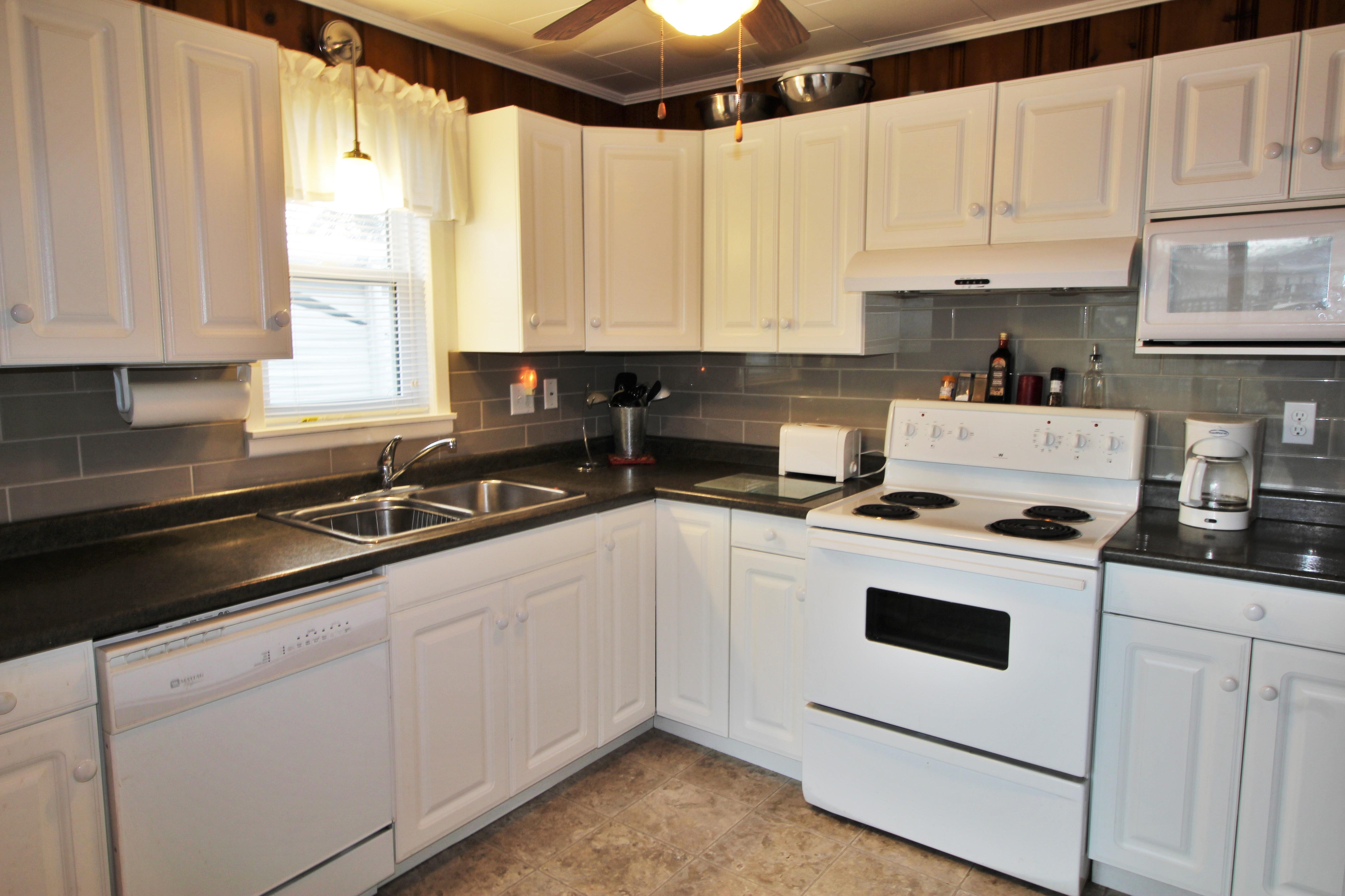 Cambridge Cottage - Kitchen - Crystal Beach Cottage Rentals - Lake Erie