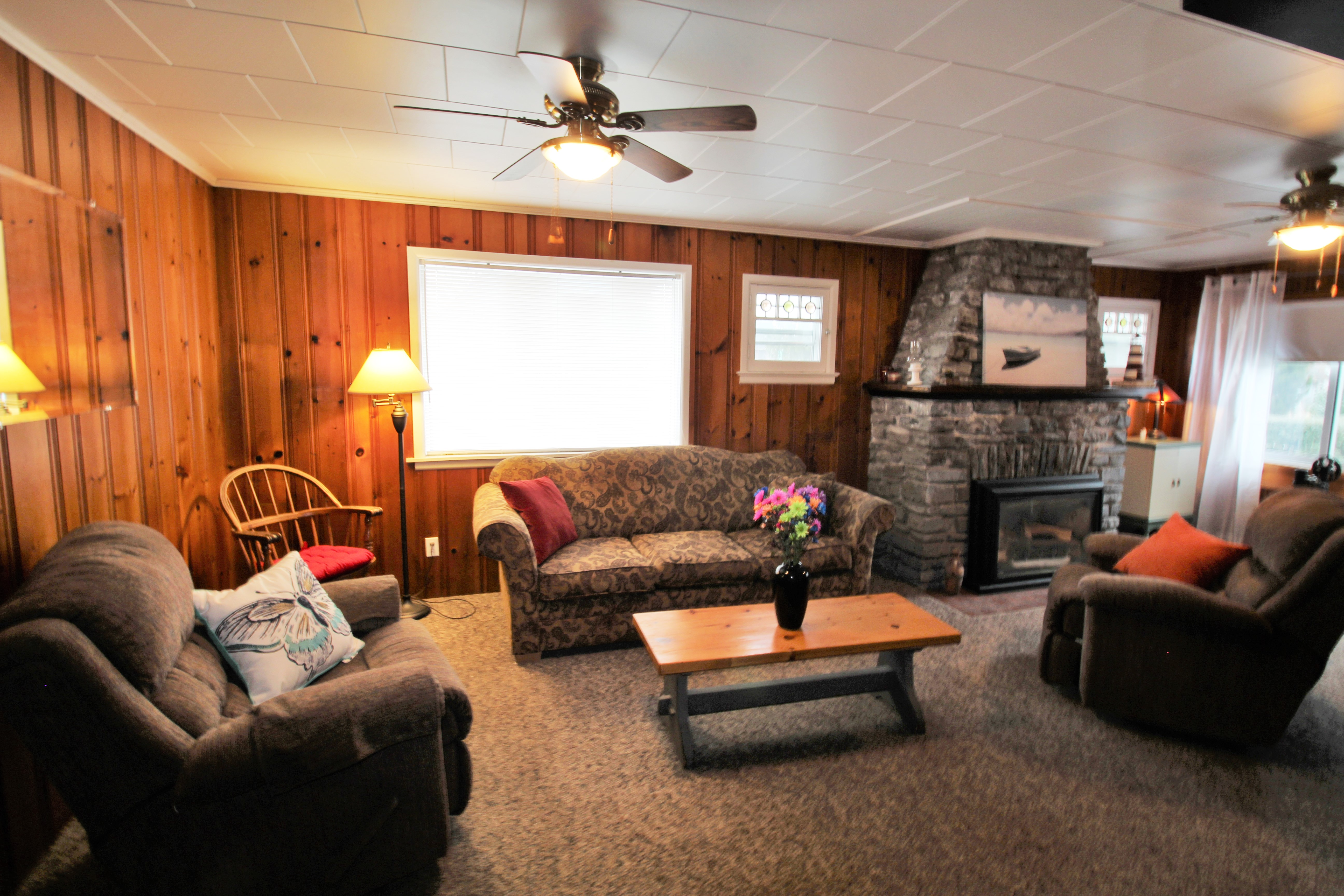 Cambridge Cottage - Living Room - Crystal Beach Cottage Rentals - Lake Erie