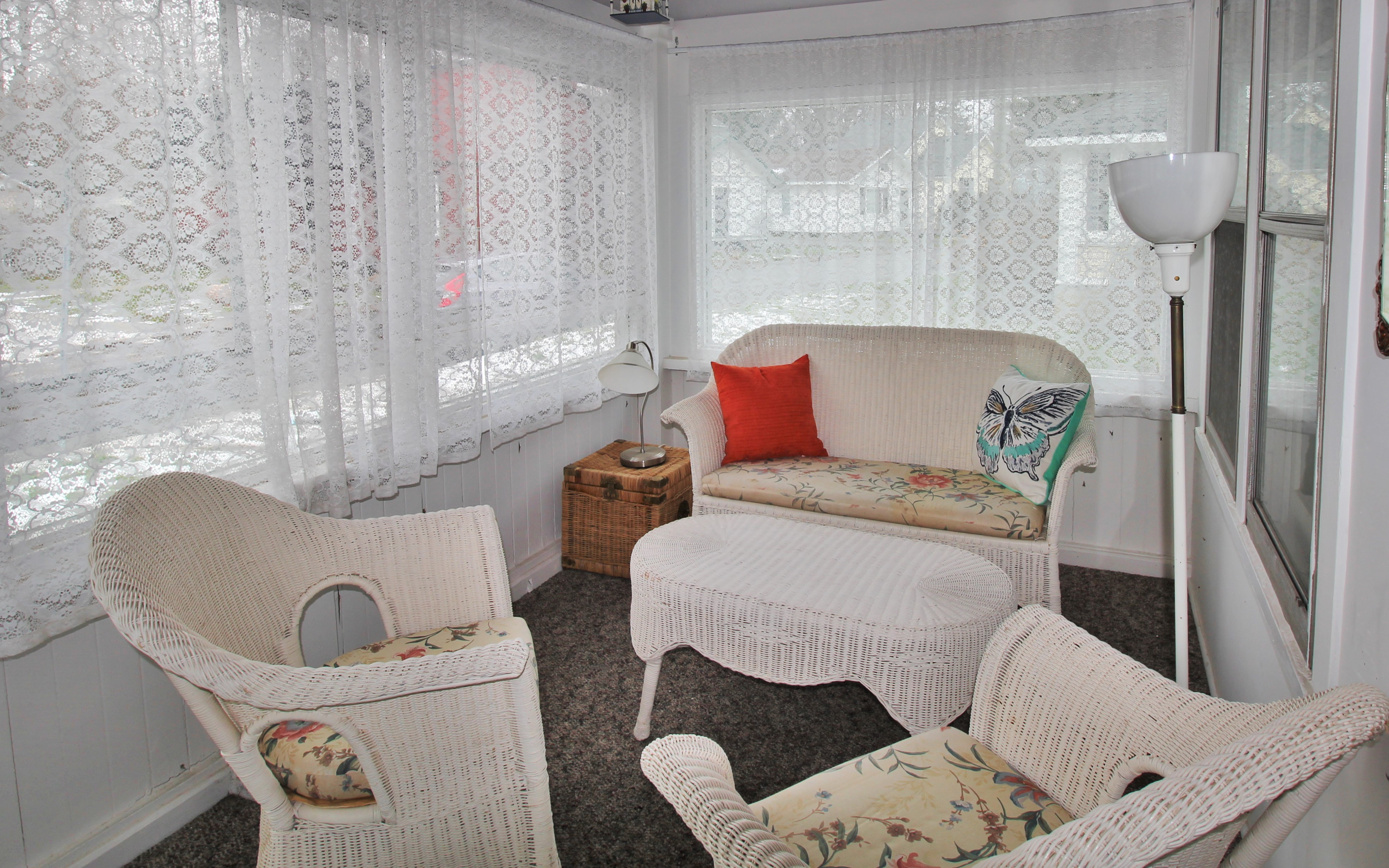 Cambridge Cottage - Sun Room - Crystal Beach Cottage Rentals - Lake Erie