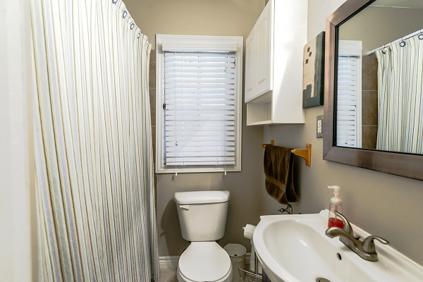 Main Bathroom - Shady Sands Retreat - Crystal Beach Cottage Rentals - Lake Erie