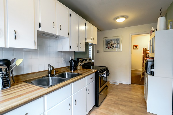 Kitchen - Shady Sands Retreat - Crystal Beach Cottage Rentals - Lake Erie