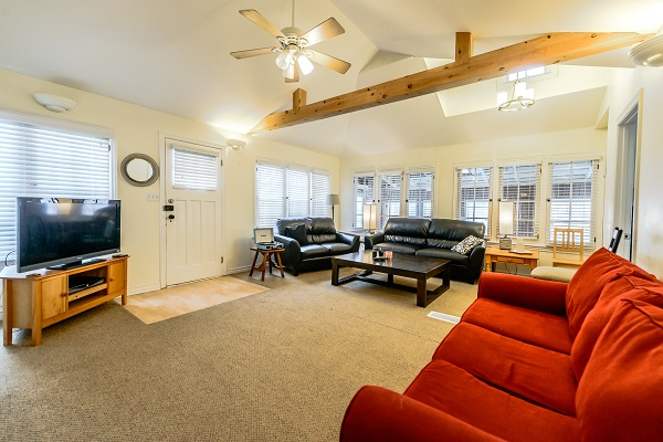 Living Room - Shady Sands Retreat - Crystal Beach Cottage Rentals - Lake Erie